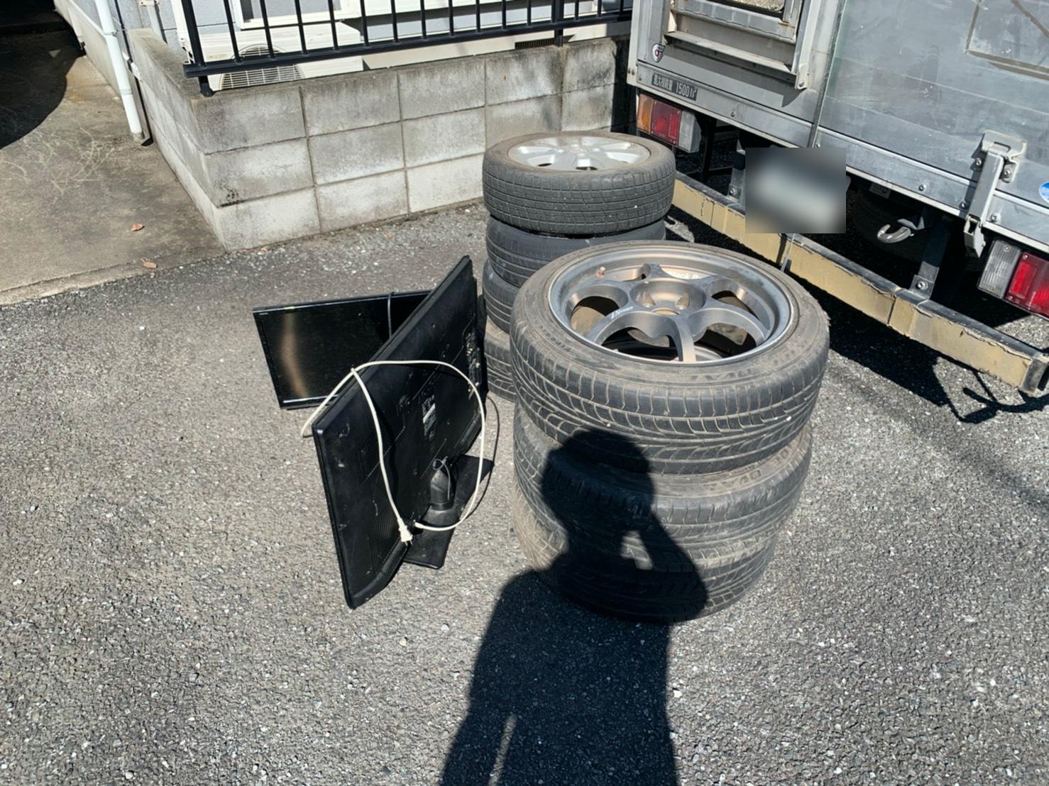 タイヤ、テレビの回収前