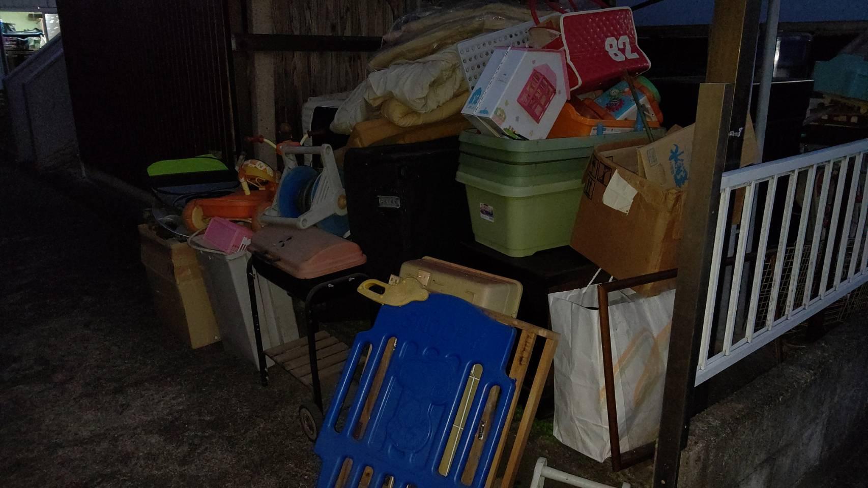 布団や雑貨類などの不用品の回収前