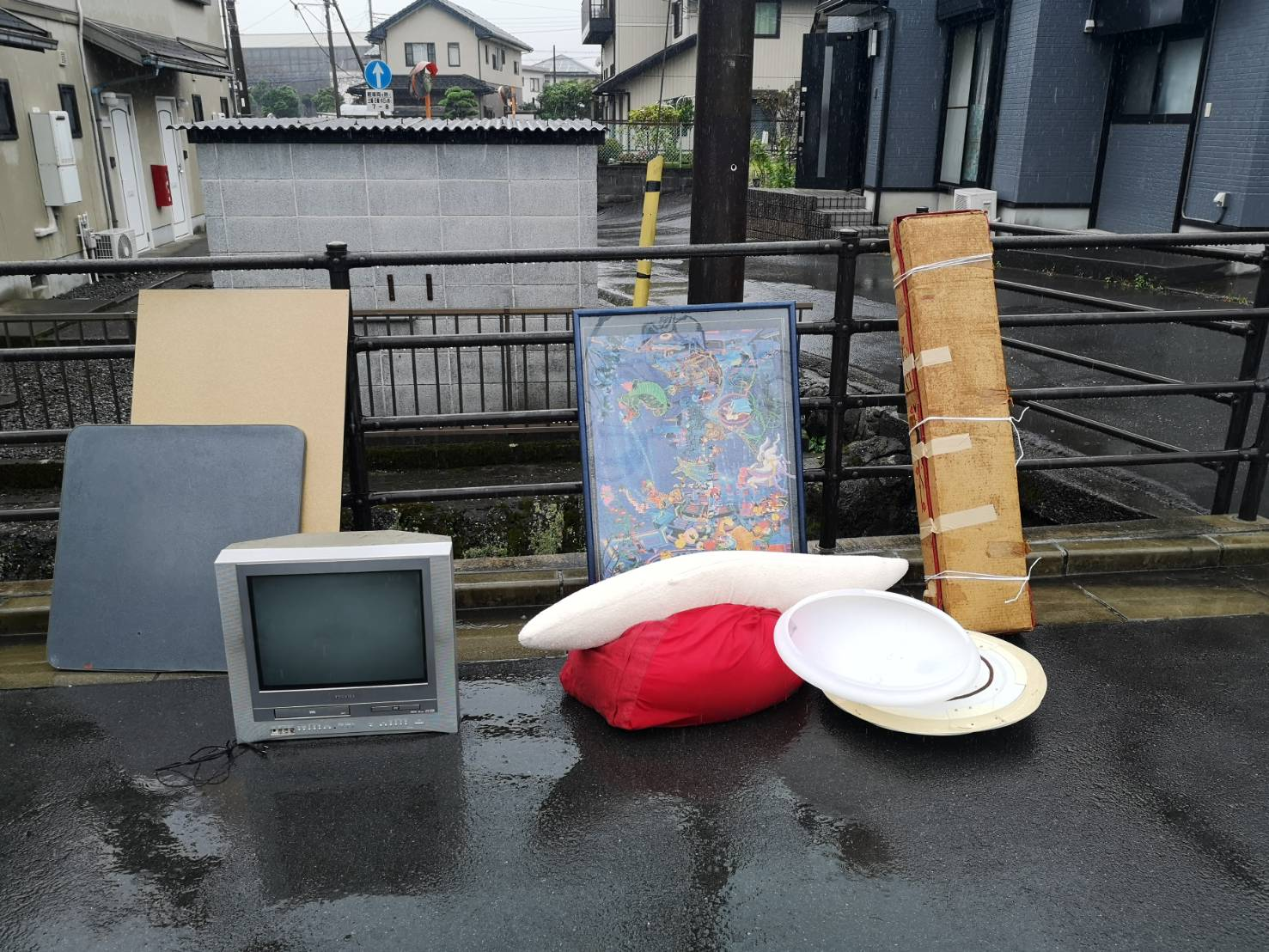 テレビ、照明器具、その他不用品の回収前