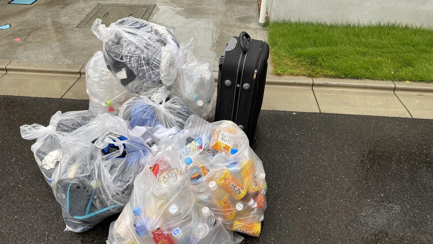 キャリーバック、衣類などの不用品の回収前