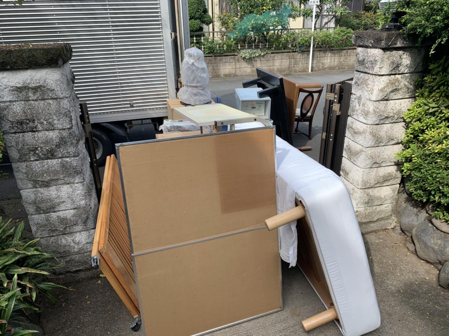 ベッド、テーブル、椅子の回収前