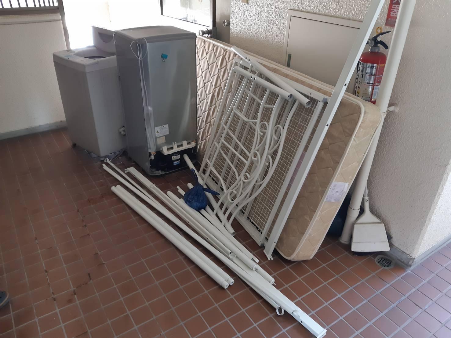 洗濯機、冷蔵庫、マットレスの回収前
