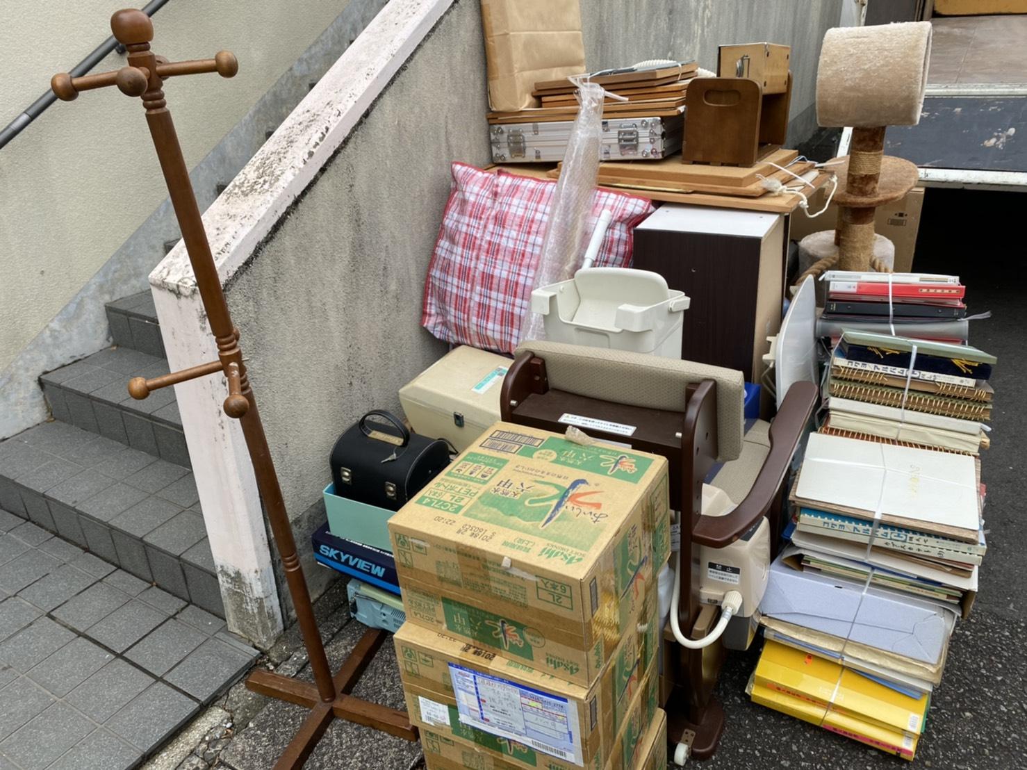 小型家具や雑貨類の回収前