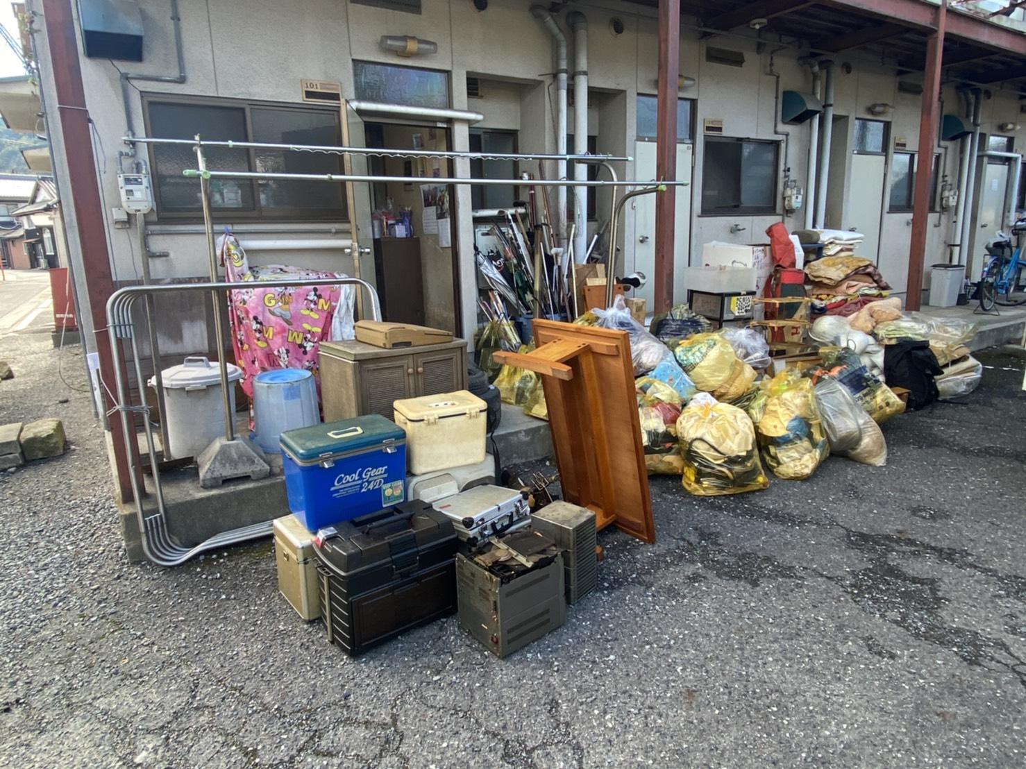衣類、クーラーボックス、その他不用品の回収前