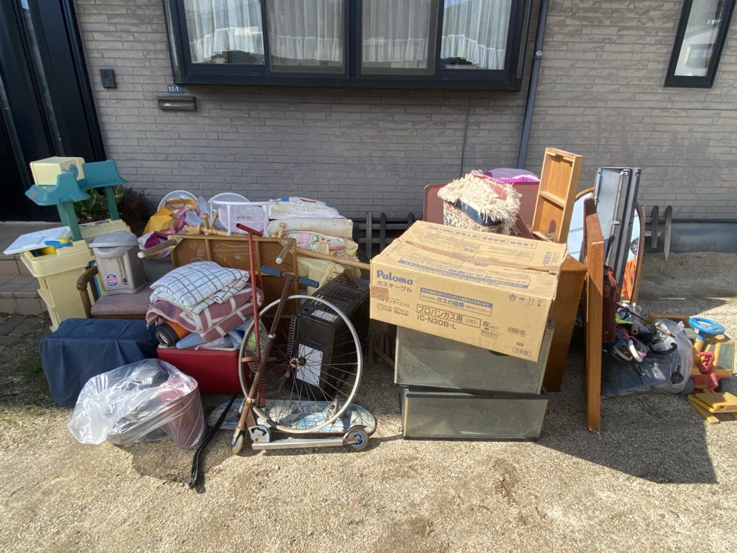 小型家具や雑貨類などの不用品の回収前