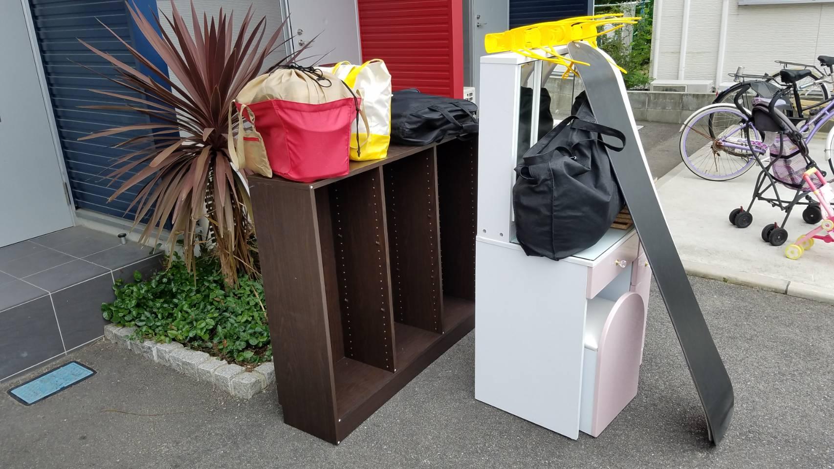 ドレッサー、本棚、その他小物類の回収前