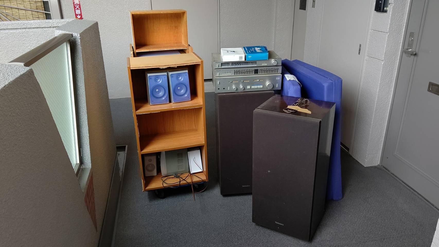 オーディオ機器、マット、カラーボックスの回収前