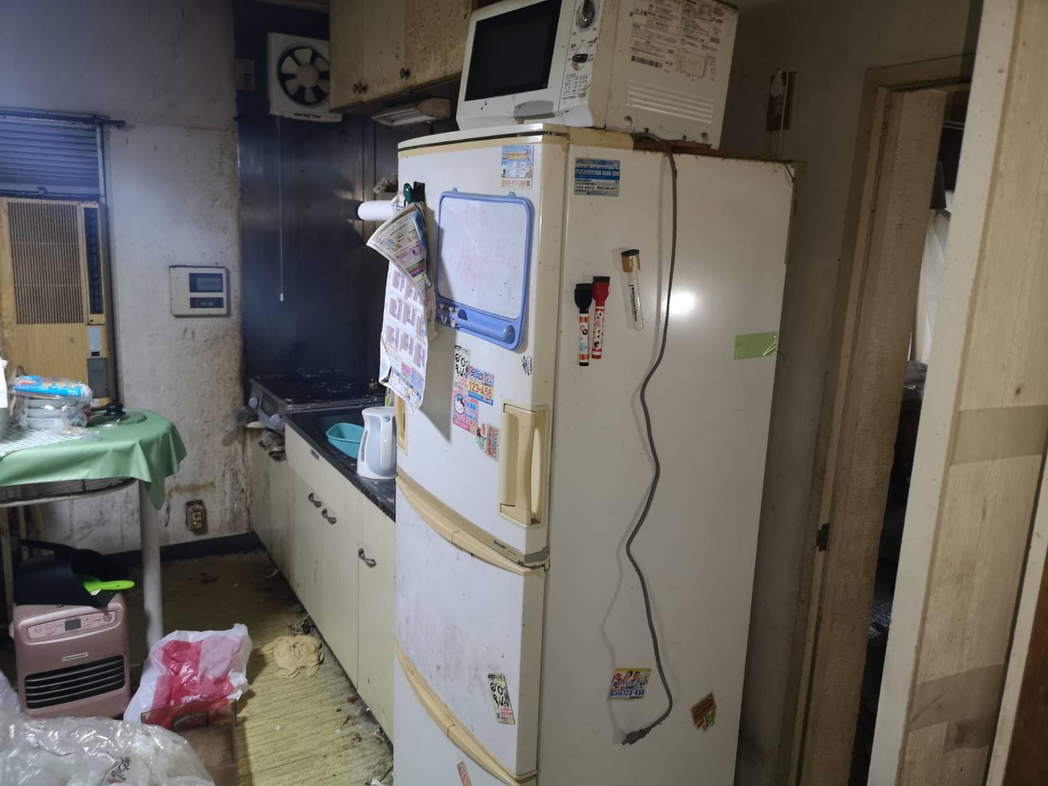 冷蔵庫、電子レンジ、その他不用品の回収前