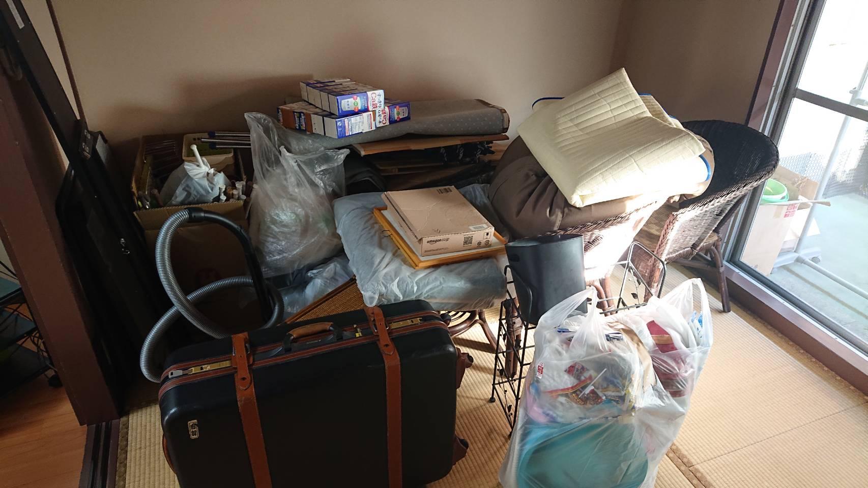 カバン、掃除機、椅子、毛布の回収前