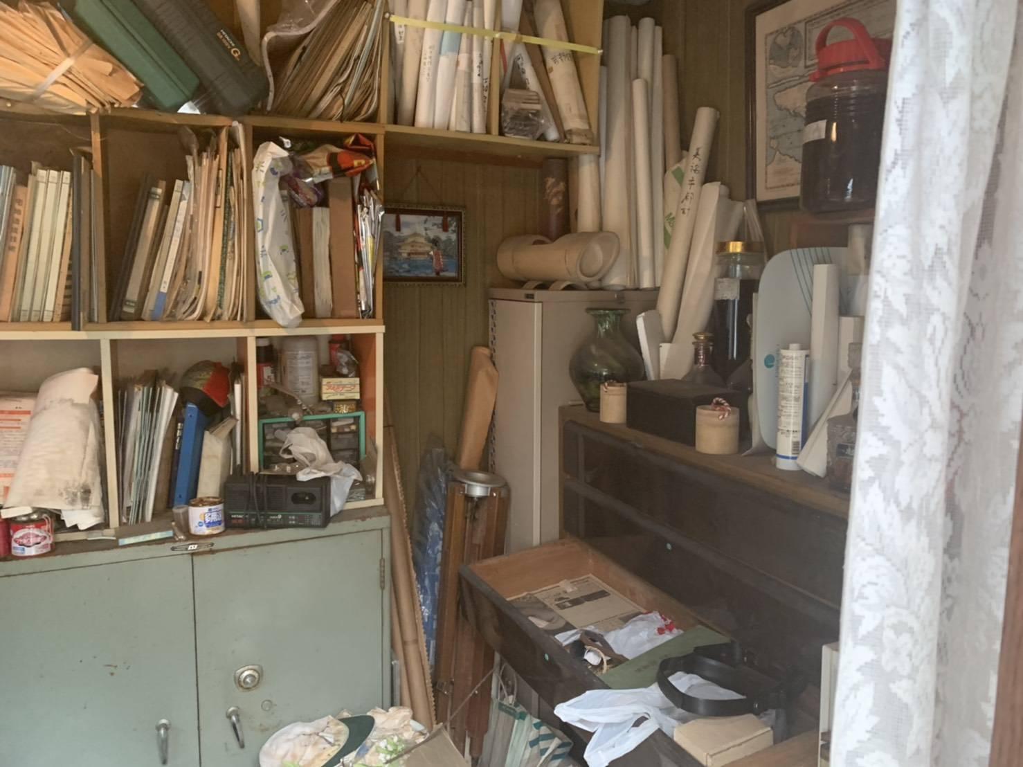 書類、収納棚、その他の不用品の回収前