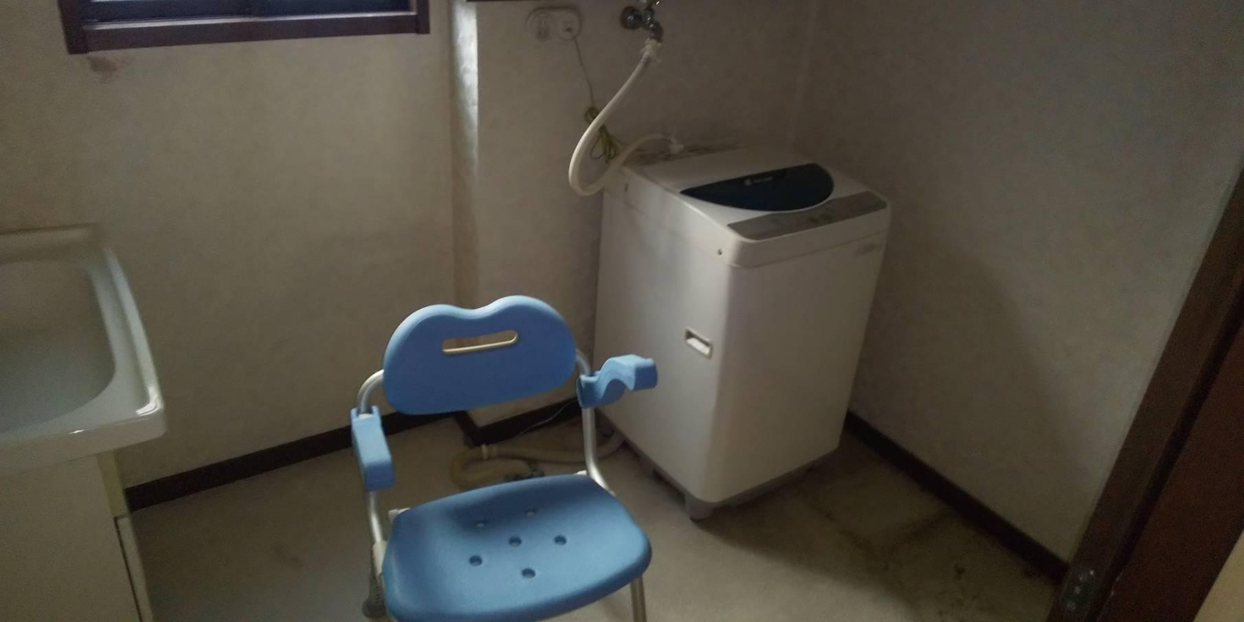 洗濯機、椅子の回収前