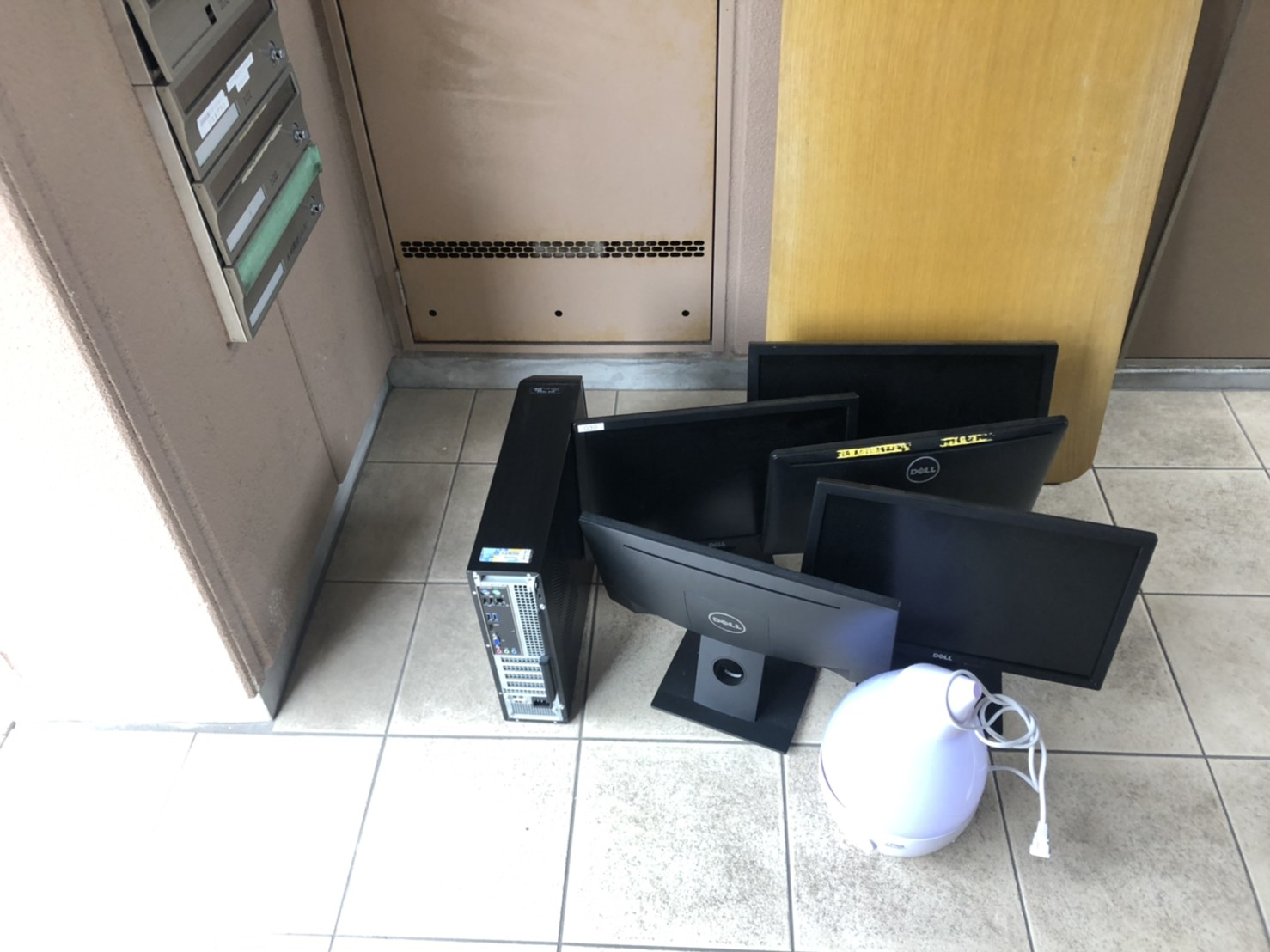 テレビ、加湿器の回収前
