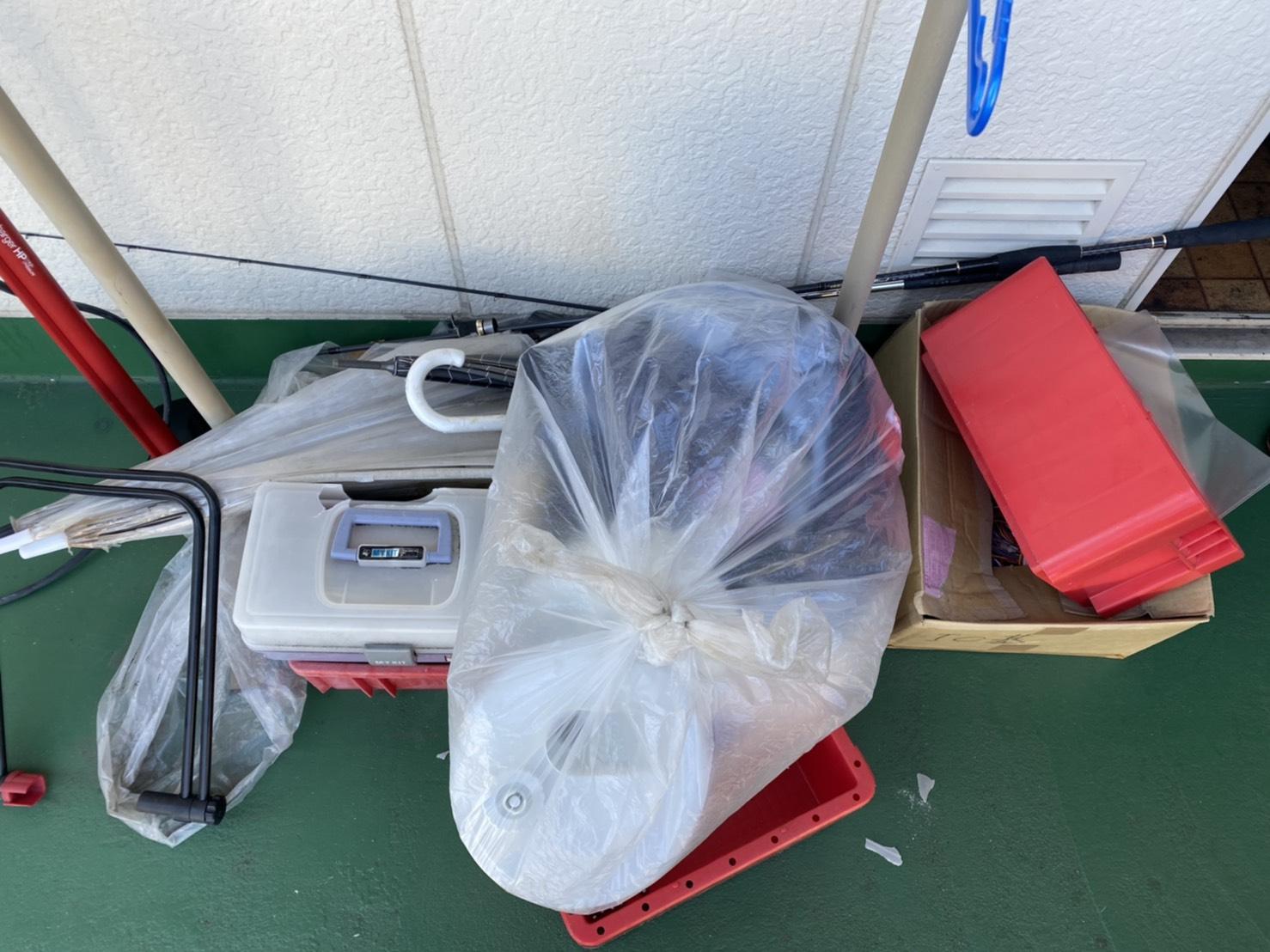傘や収納ケースの回収前