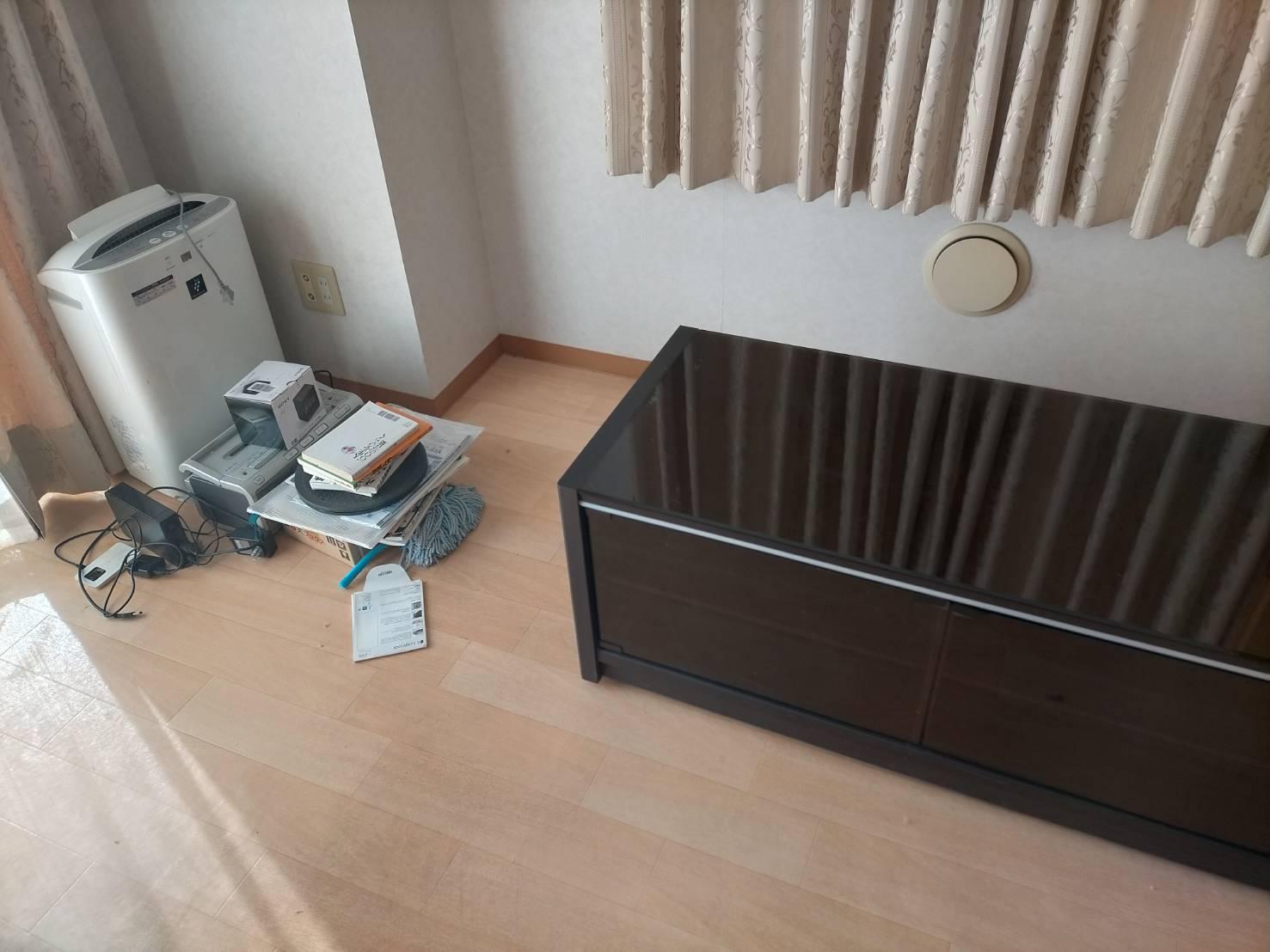 テレビ台、加湿器、CDプレイヤーの回収前