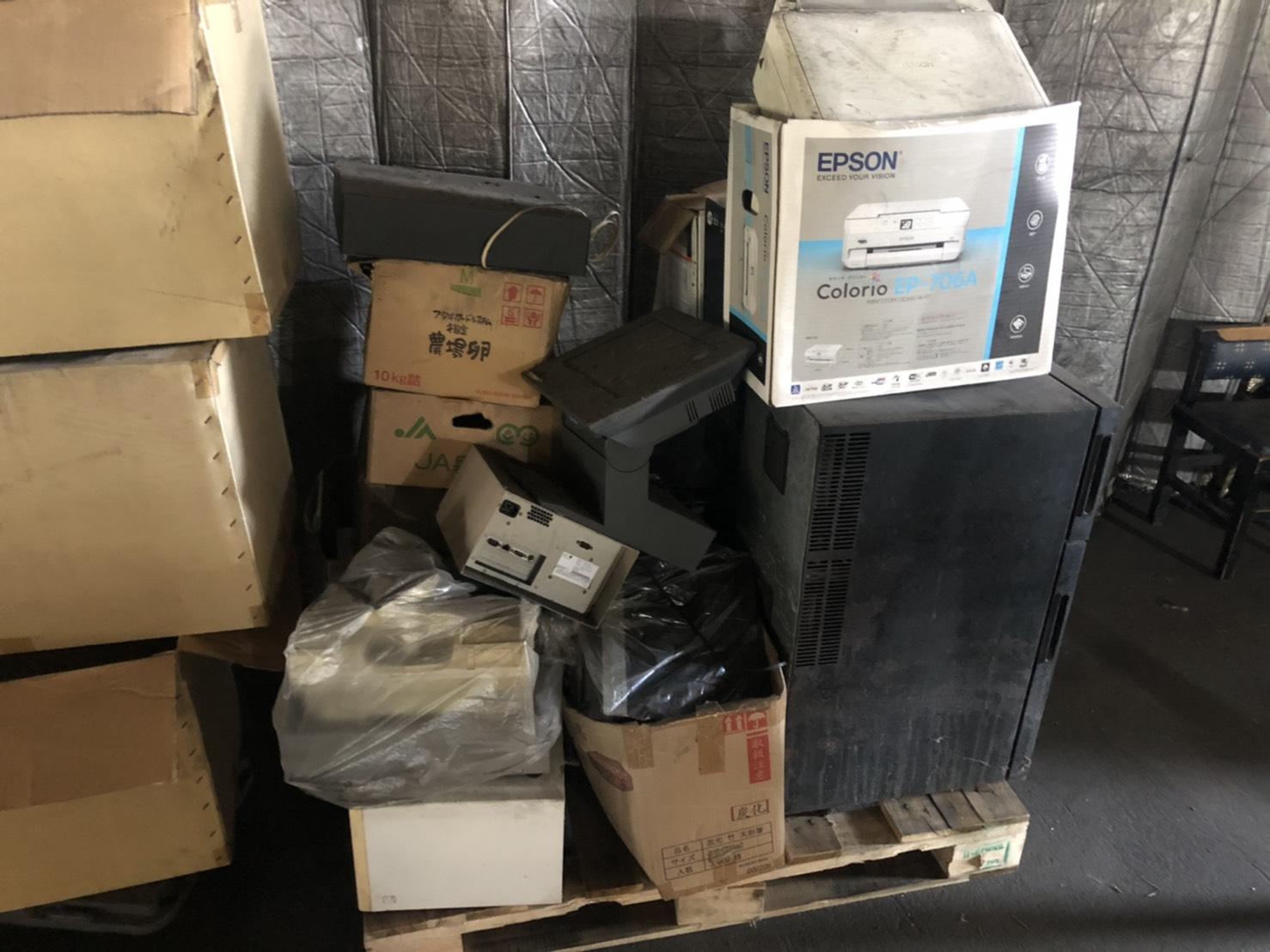 プリンター、冷蔵庫、その他不用品の回収前