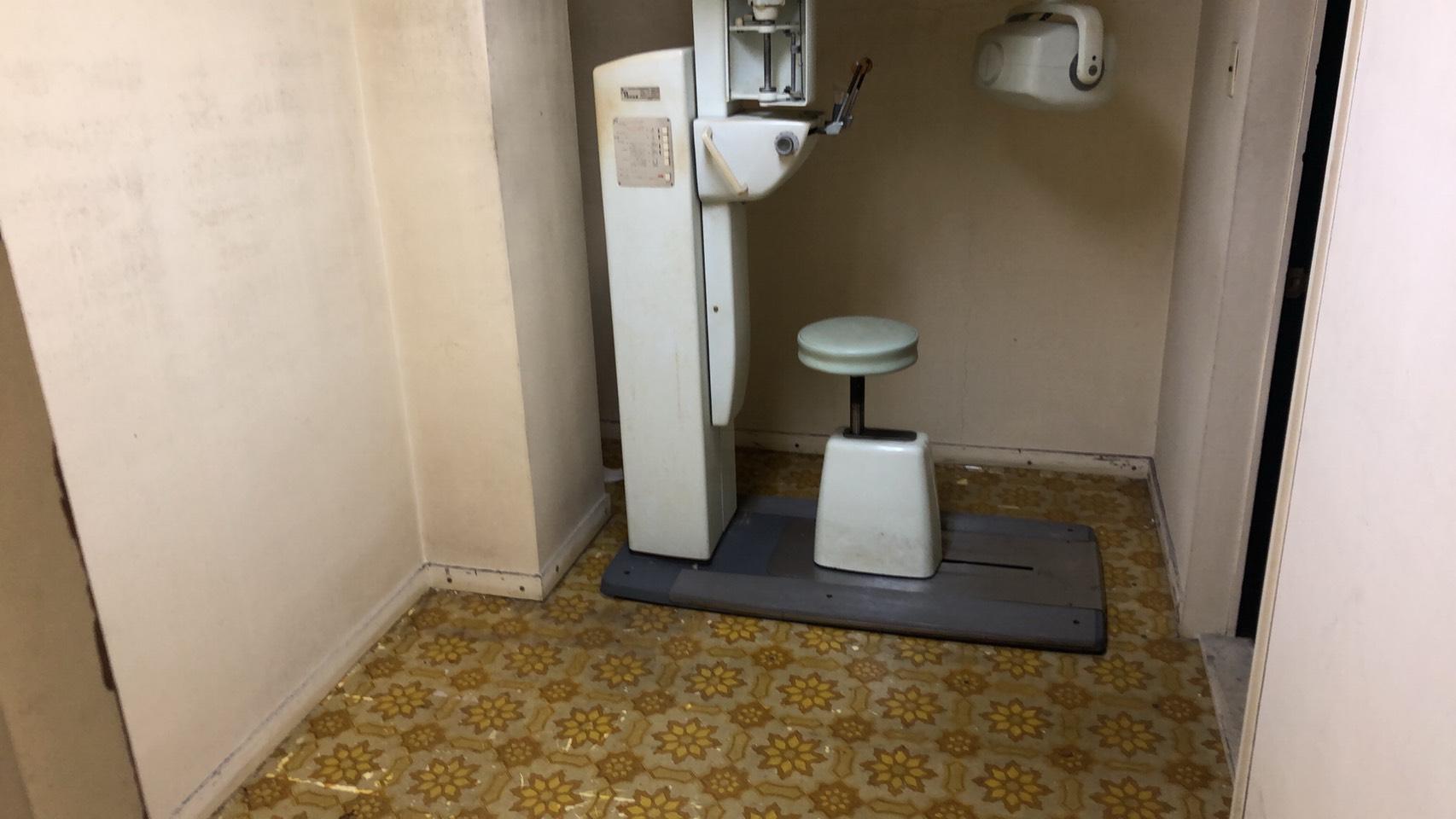 椅子、固定電話の回収後