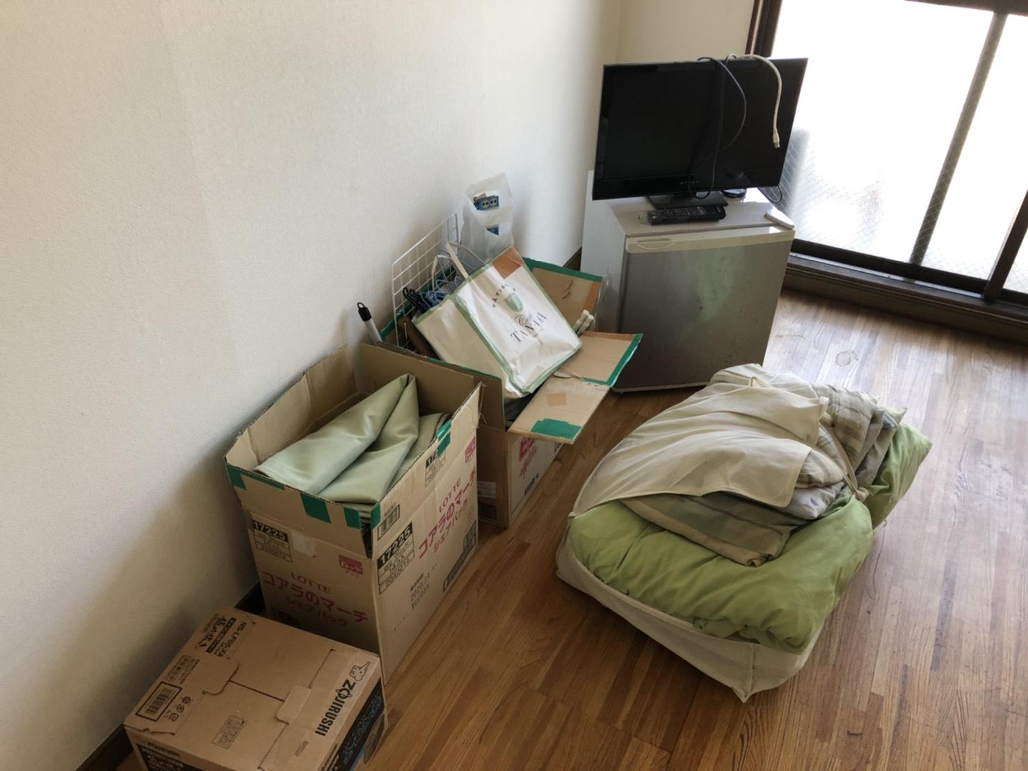テレビ、冷蔵庫、布団の回収前