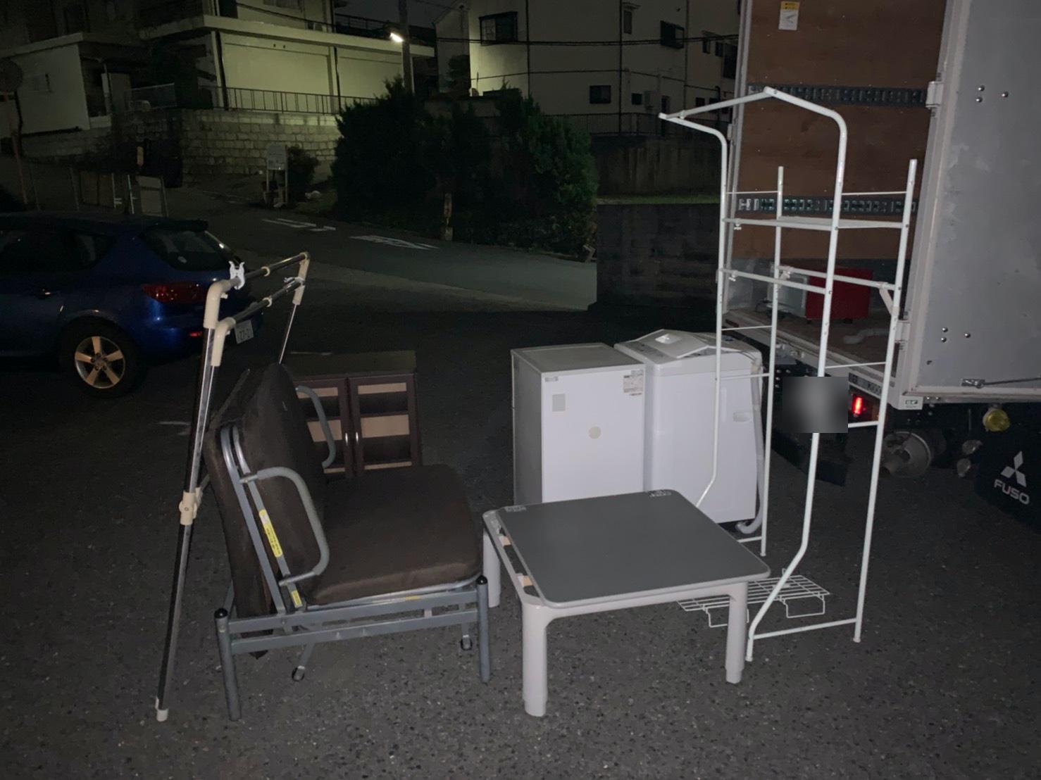 洗濯機、収納棚、その他不用品の回収前