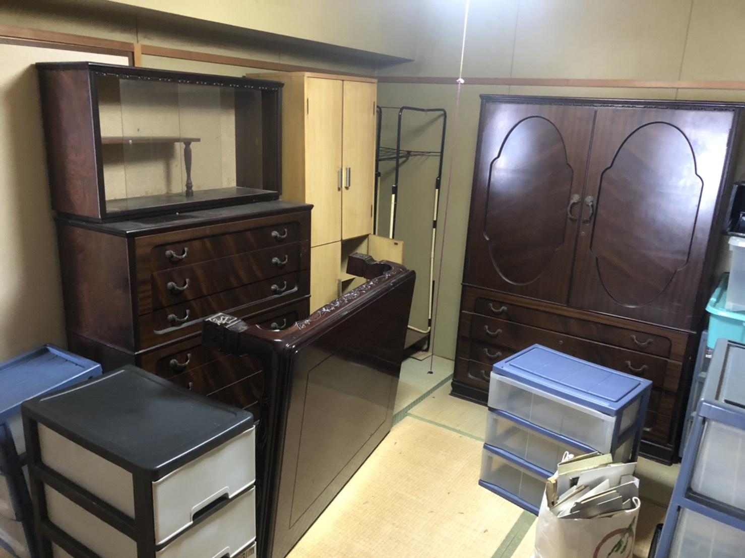 タンス、テーブル、クローゼット、収納棚の回収前
