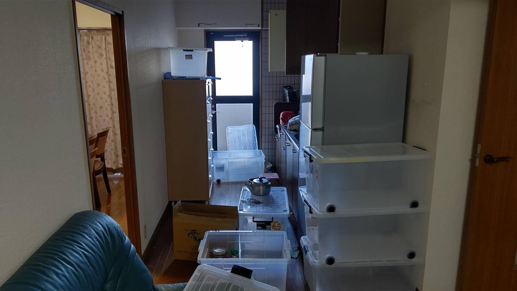 収納ケース、冷蔵庫、その他不用品の回収前