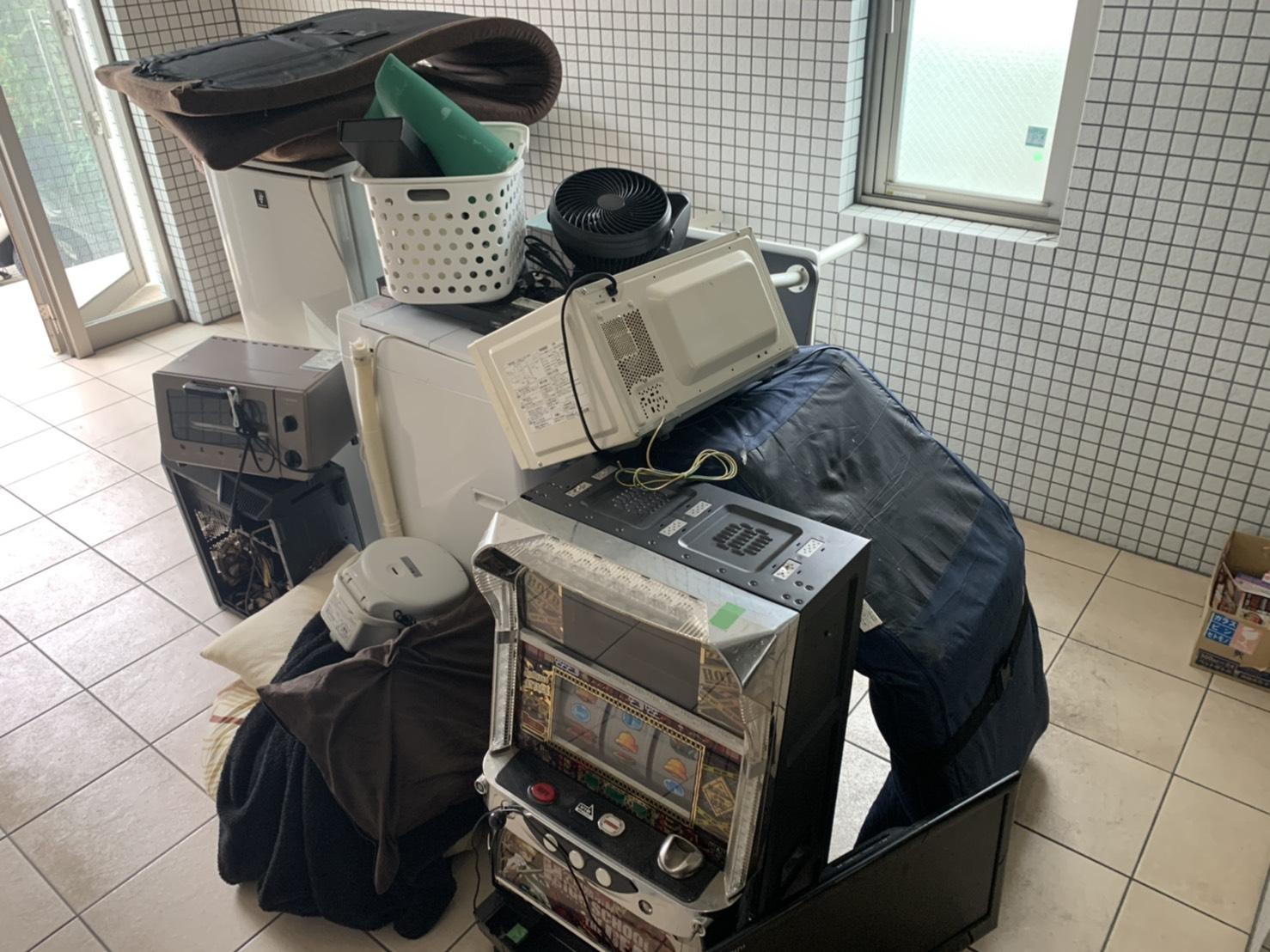 スロットマシン、レンジ、洗濯機、冷蔵庫、オーブン、マットレスの回収前