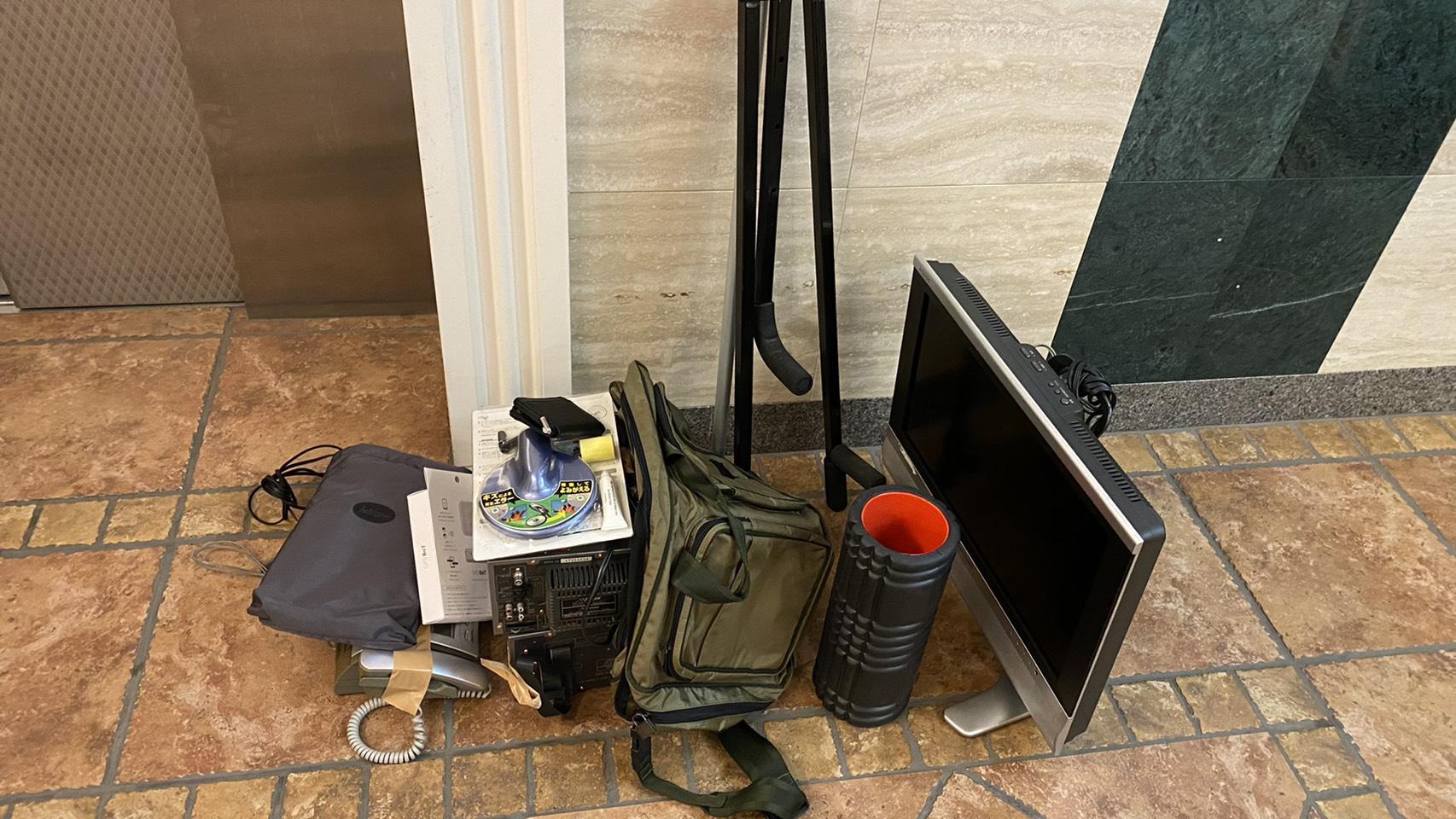 モニター、電話機、その他不用品の回収前