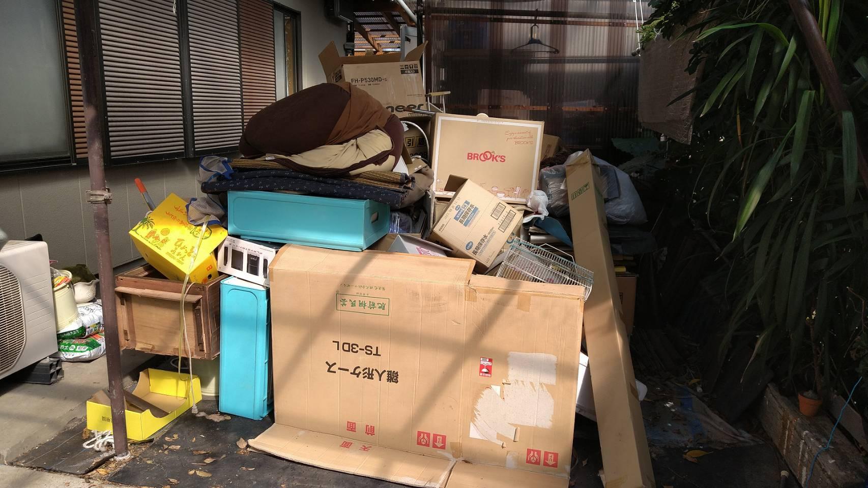 物干し竿、布団、その他不用品の回収前