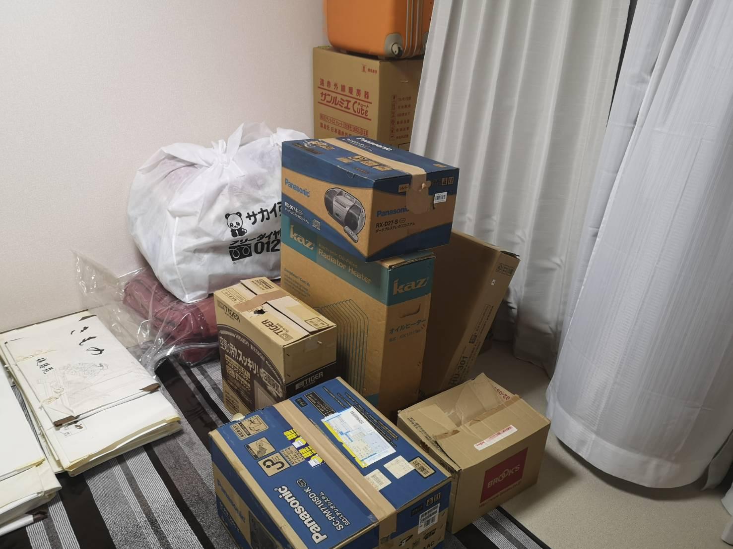 布団、ラジカセ、その他不用品の回収前