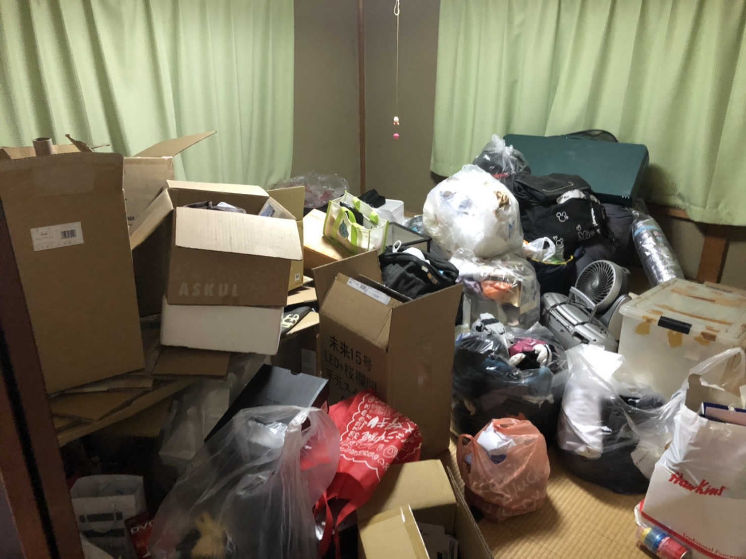 家電製品、衣類などの不用品の回収前