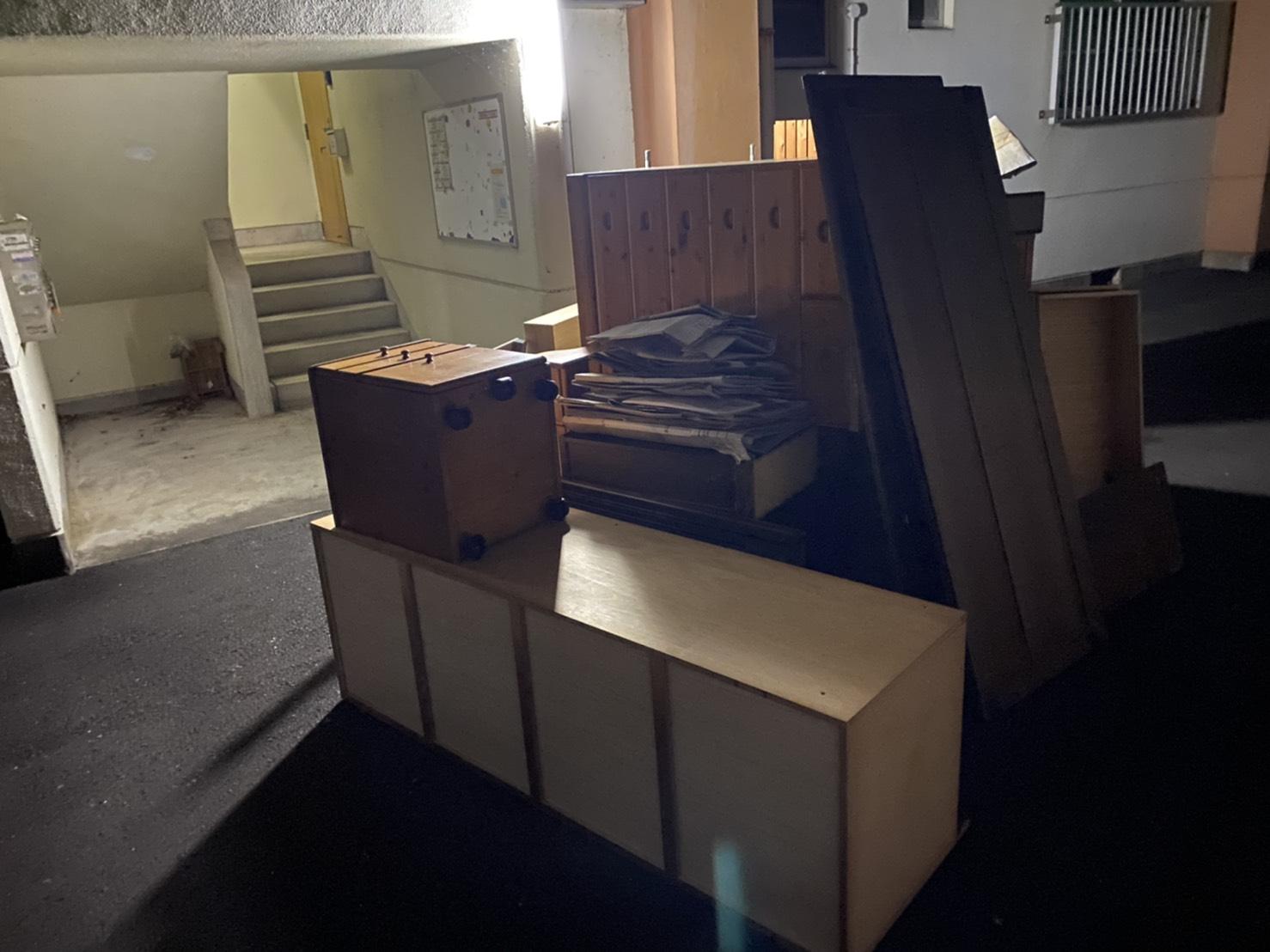タンス、本棚などの不用品の回収前