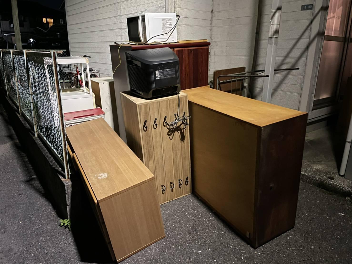 タンス、テレビ、電子レンジの回収前