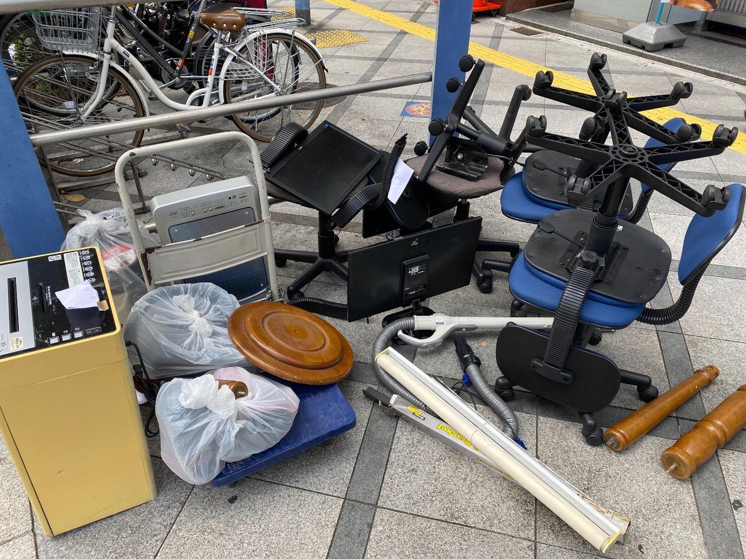 イス、モニター、シュレッダーなどの不用品の回収前
