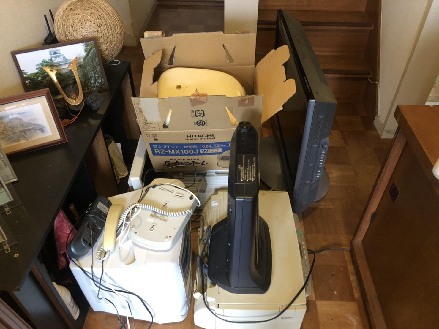 テレビ、プリンター、その他不用品の回収前