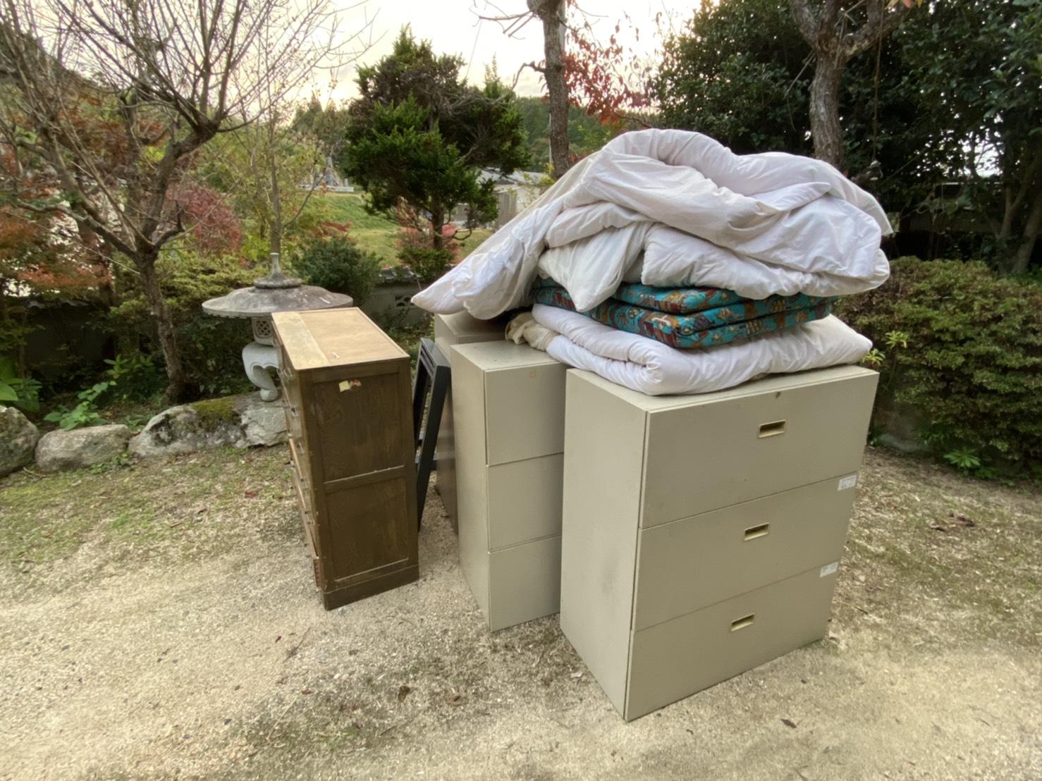 タンス、布団などの不用品の回収前