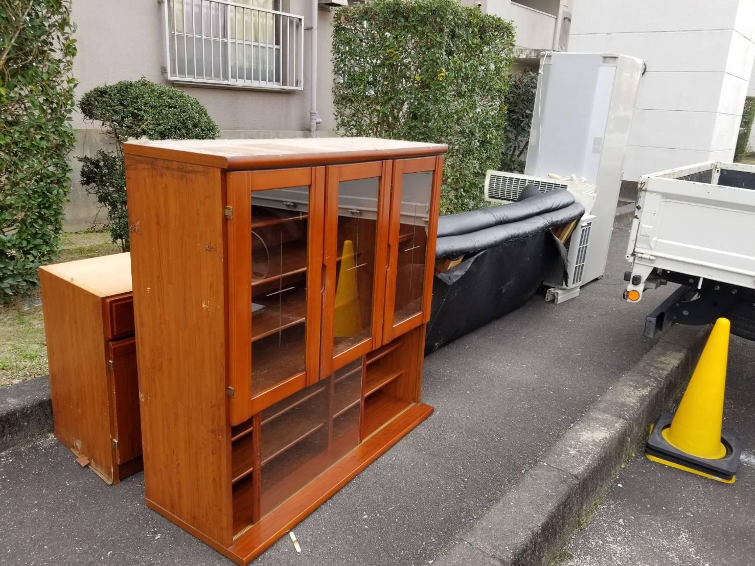 食器棚、ソファー、その他不用品の回収前