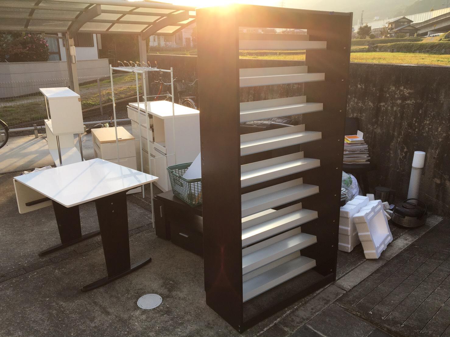 本棚、テーブル、その他不用品の回収前