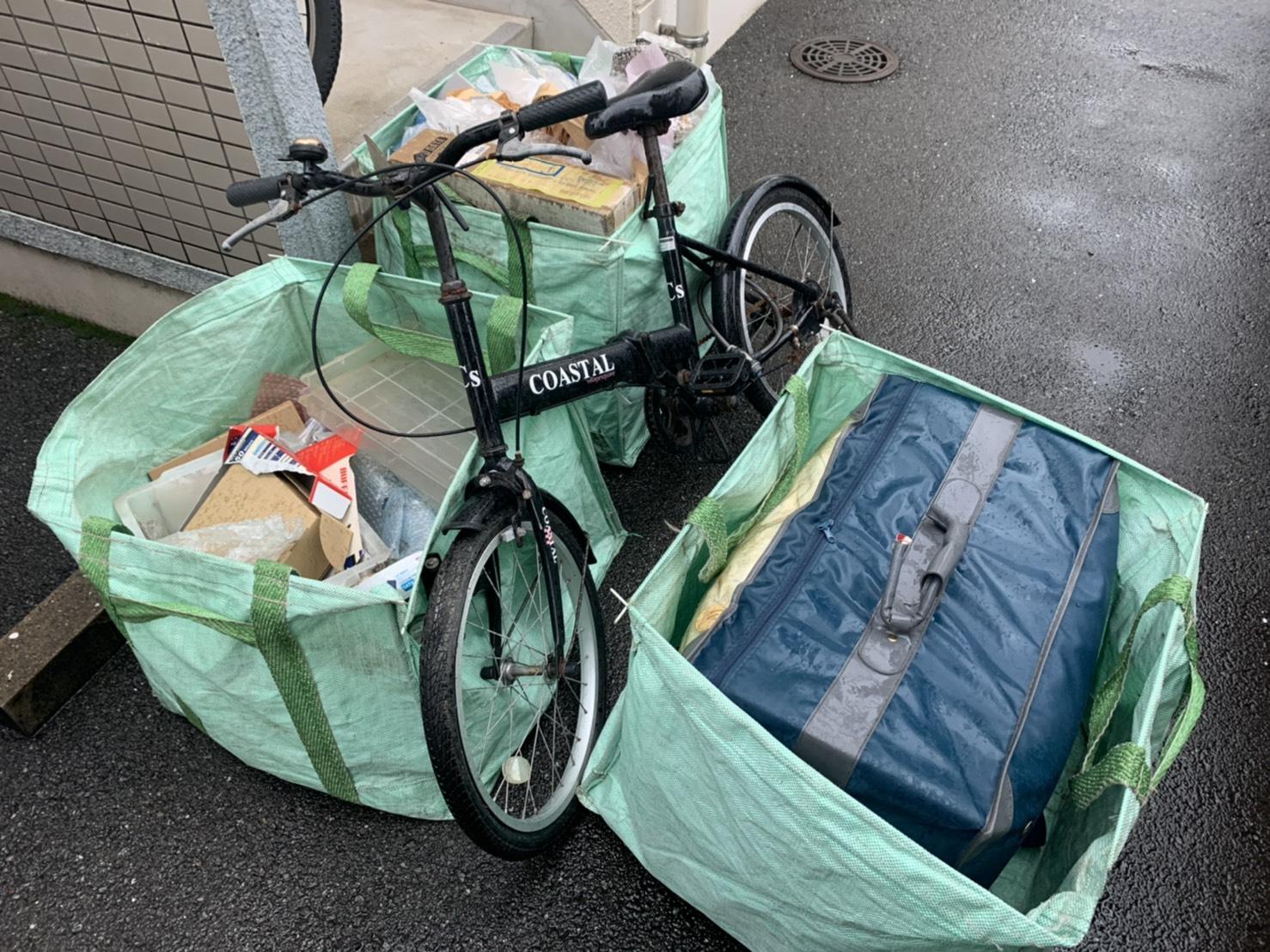 自転車、雑貨類などの不用品の回収前