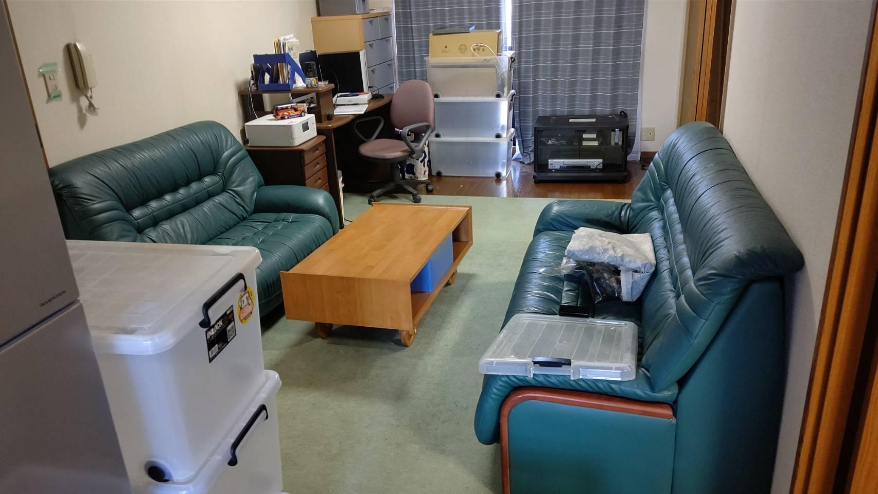 ソファ、ローテーブル、その他不用品の回収前