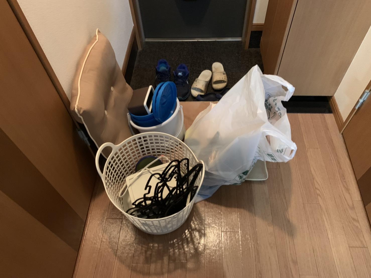 ランドリーバスケット、クッション、その他不用品の回収前