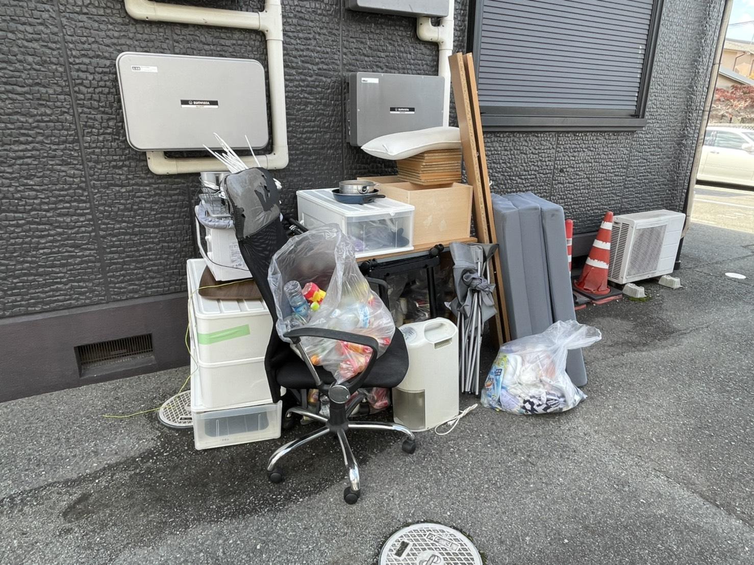 収納ケース、デスク、その他不用品の回収前