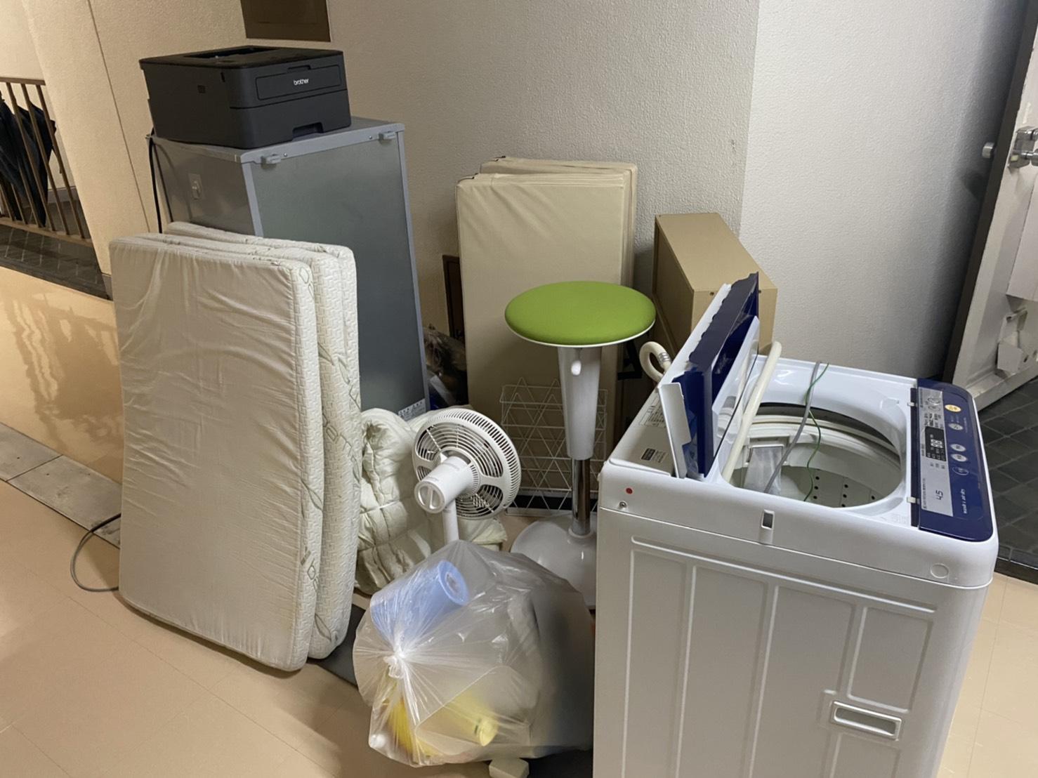 洗濯機、マットレス、その他不用品の回収前