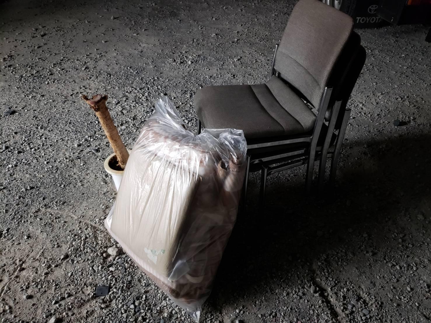 千葉県市川市の椅子の回収前