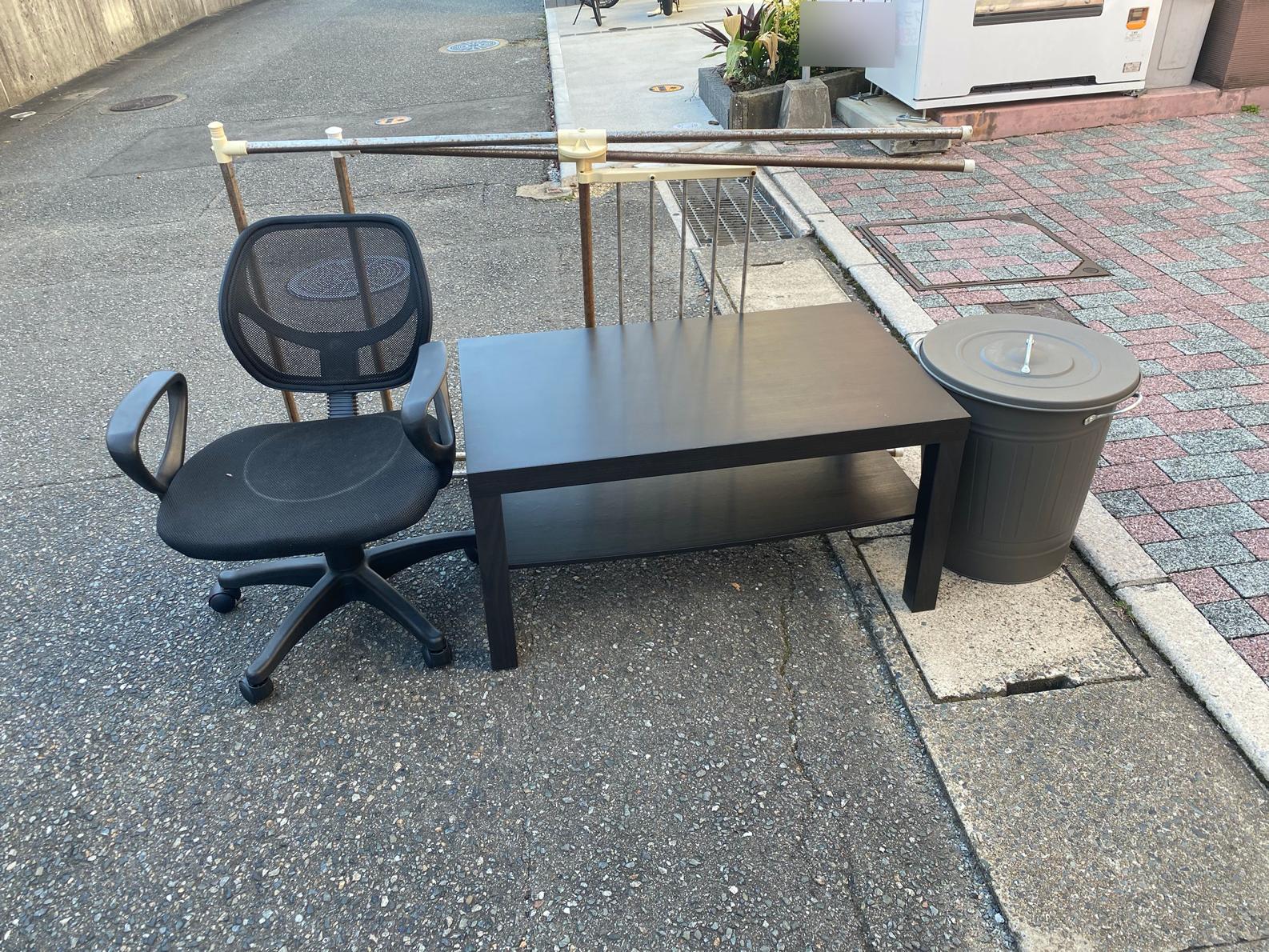 事務椅子、テーブル、その他不用品の回収前
