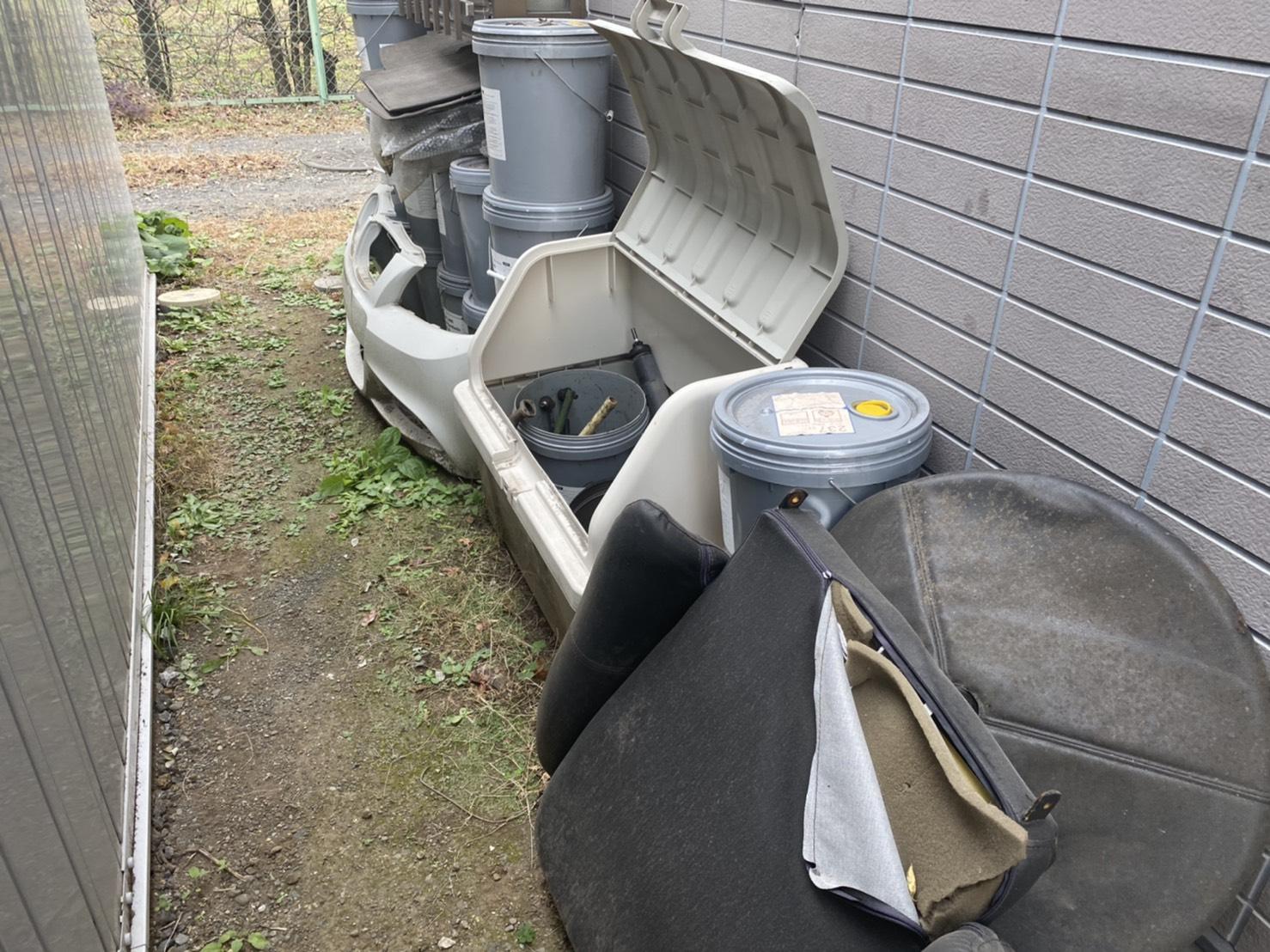 空容器、工具の回収前