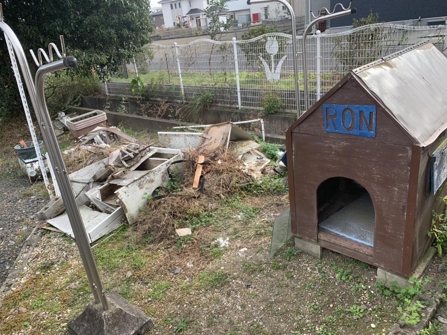 犬小屋、物干し台の回収前