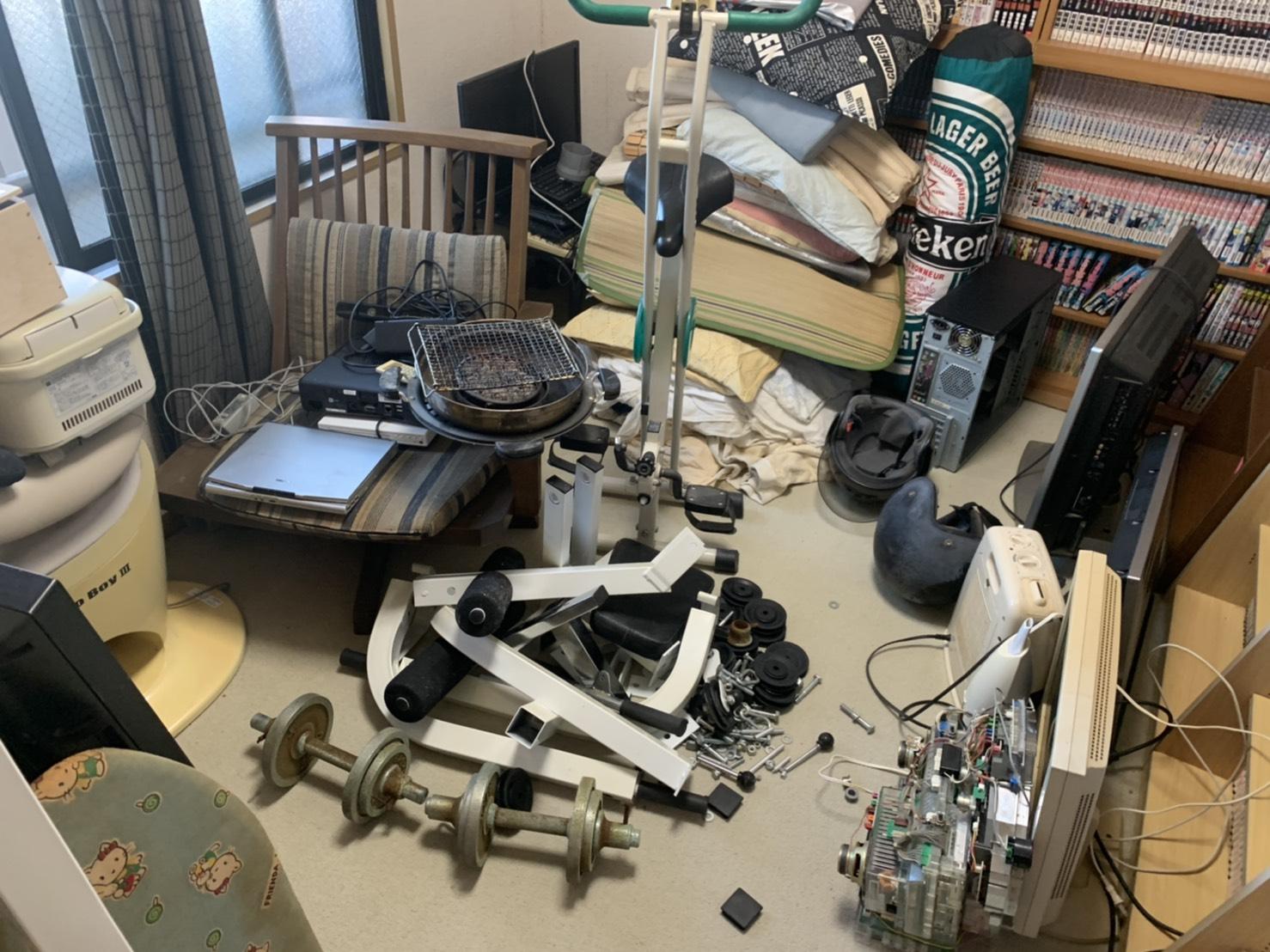 健康器具、テレビ、ヘルメット、炊飯器の回収前