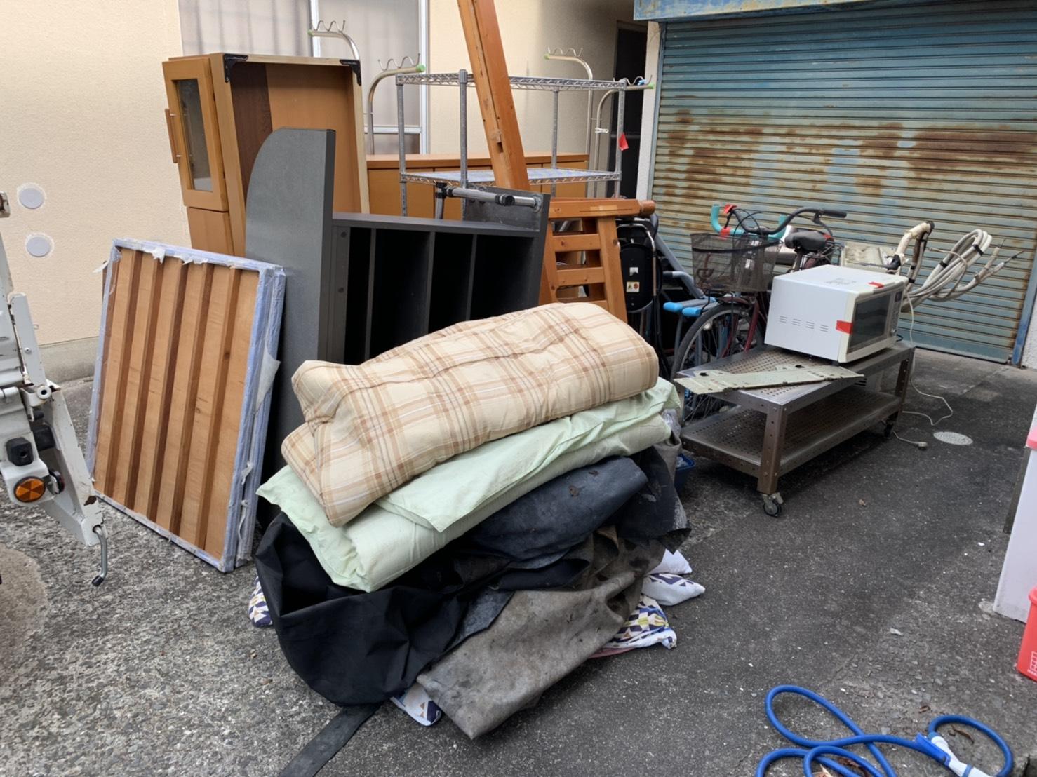 布団、テレビ台、その他不用品の回収前