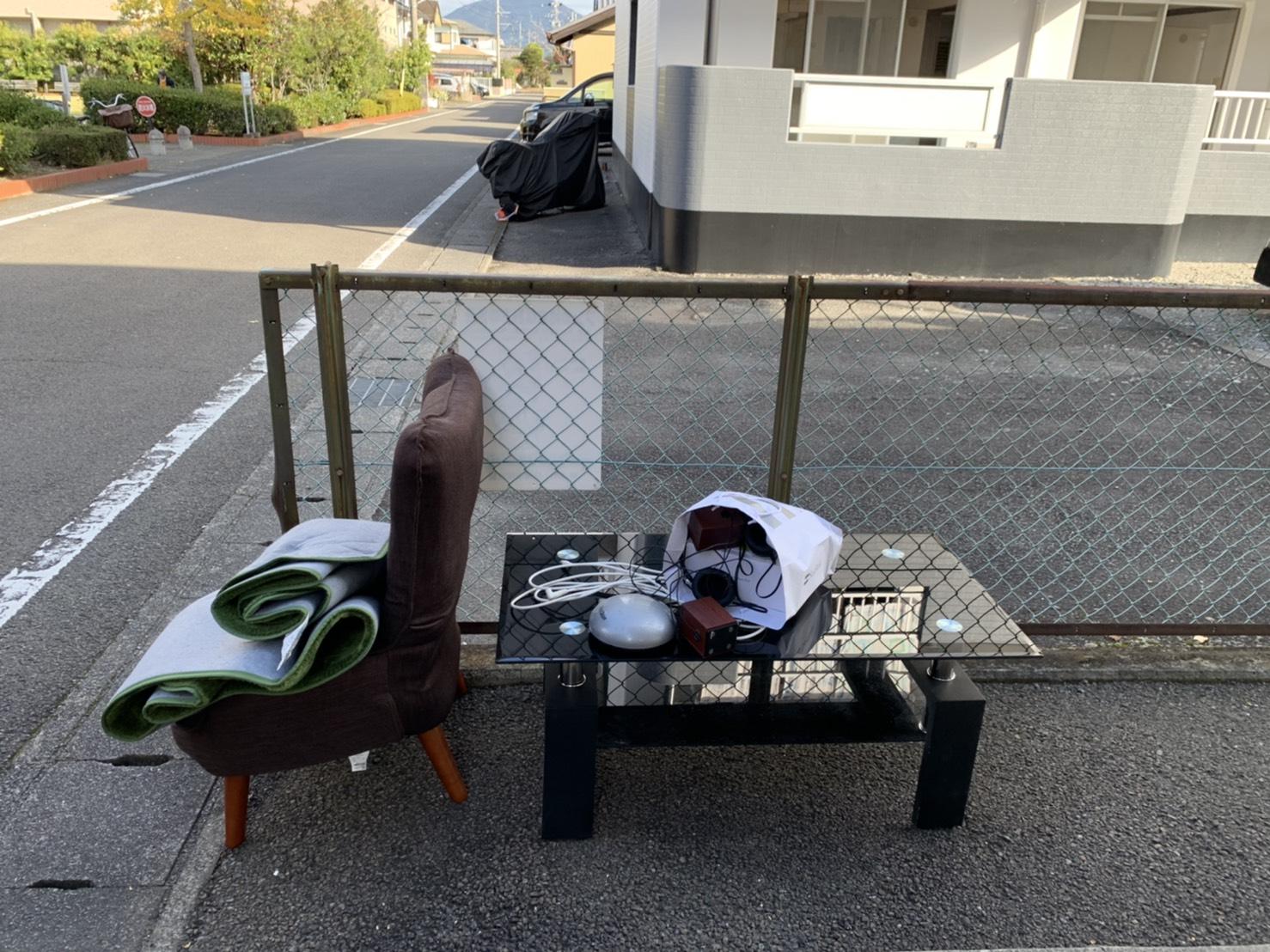 テーブル、椅子、マットの回収前