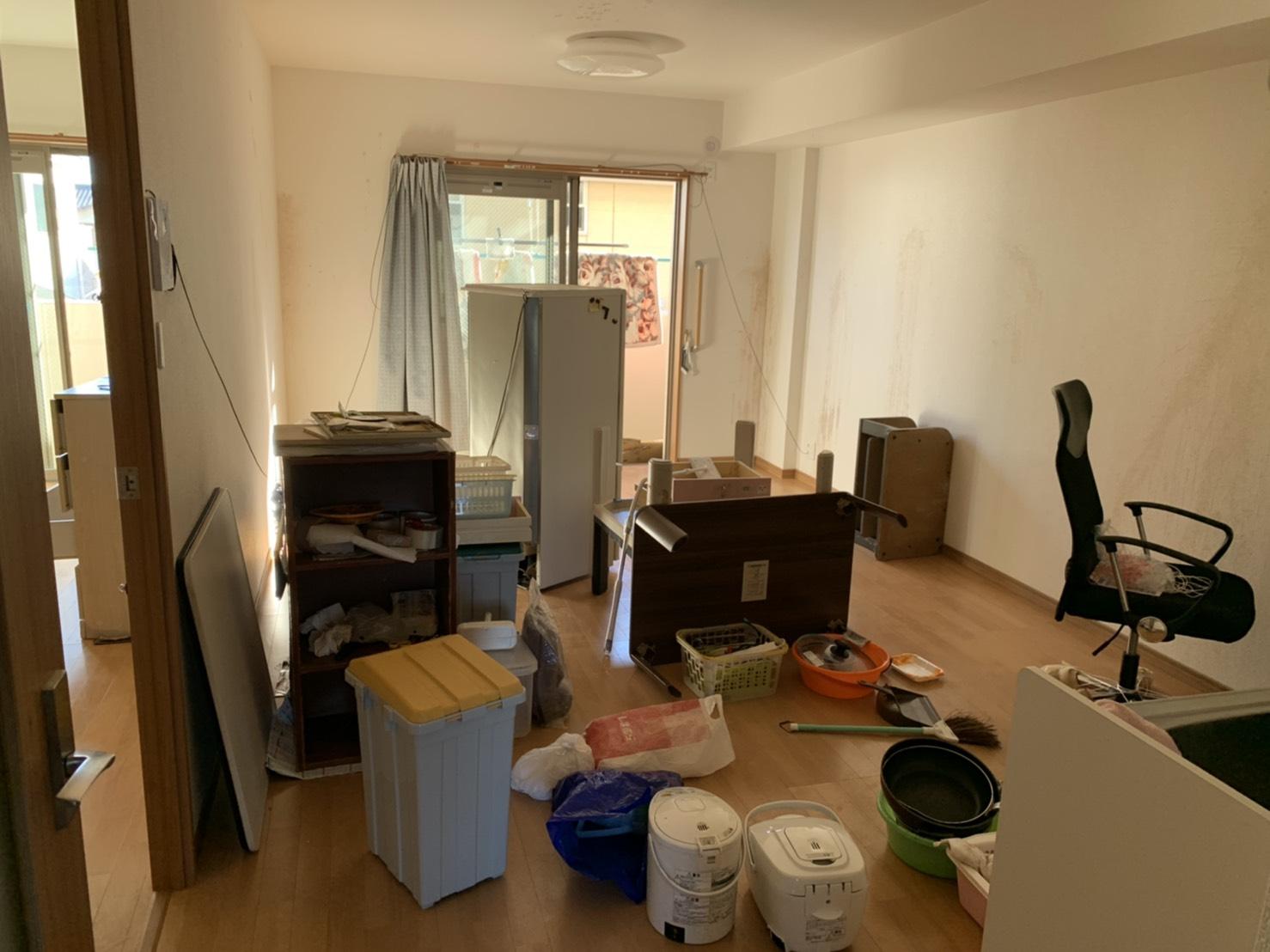 炊飯器、ポッド、冷蔵庫、カラーボックス、ワークチェアの回収前