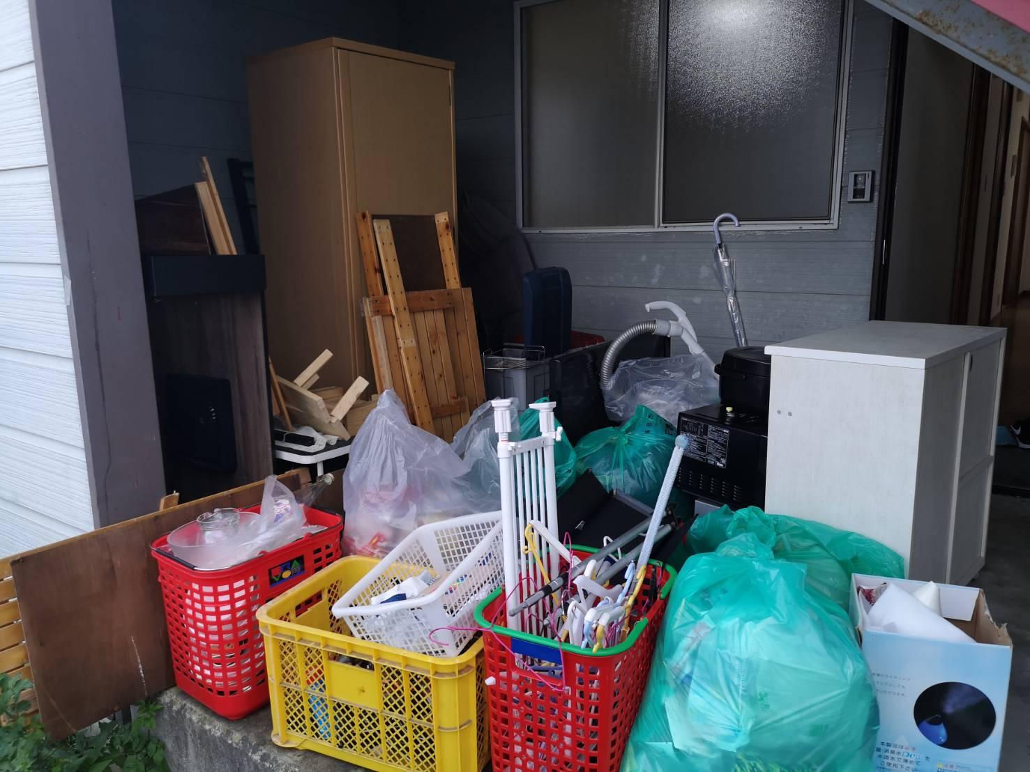 クローゼット、カラーボックス、掃除機の回収前